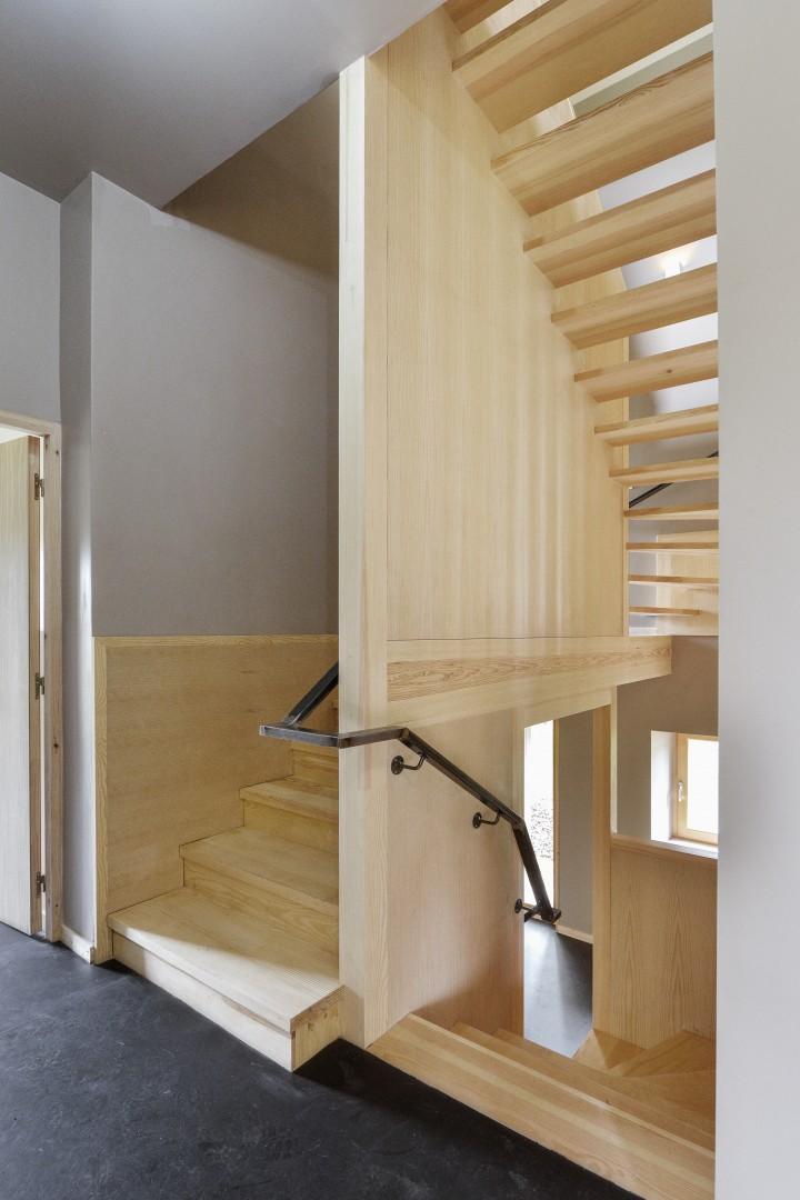 Domaize – T5 – escalier / Photographe : Benoît Alazard